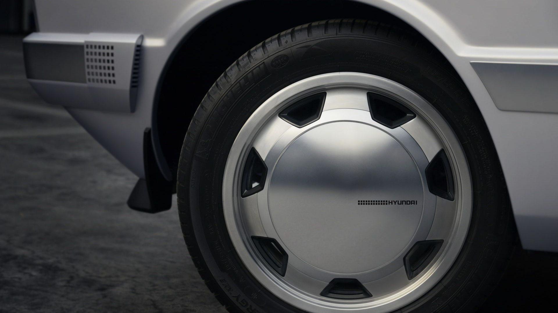 2021-Hyundai-Pony-EV-Show-Car-12