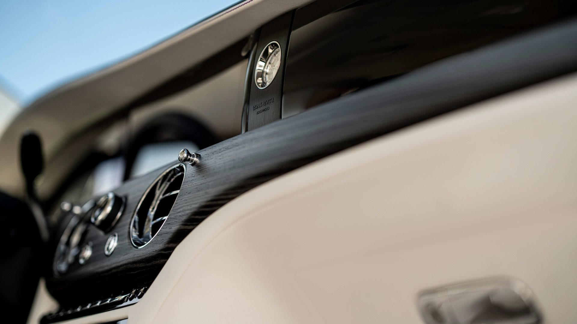 P90398168_highRes_the-new-rolls-royce-