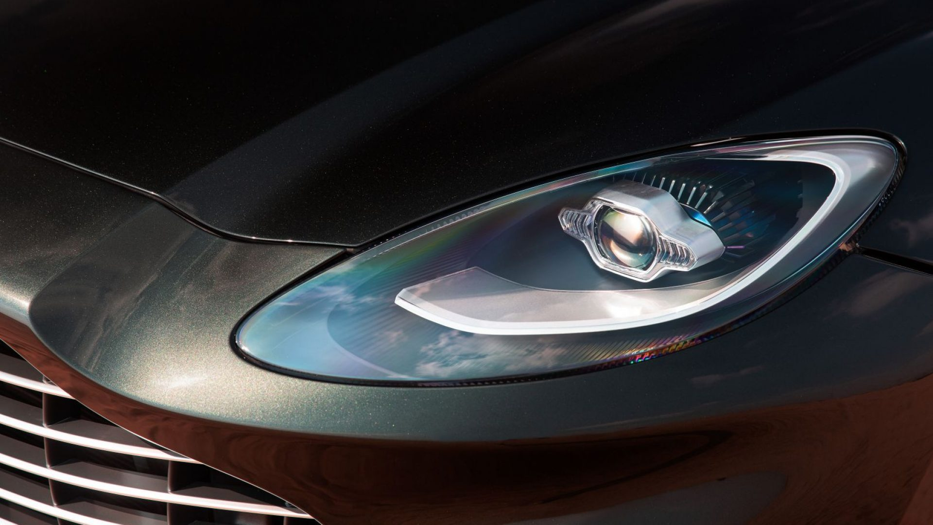 aston-martin-dbx-in-the-middle-east-18-jpg.