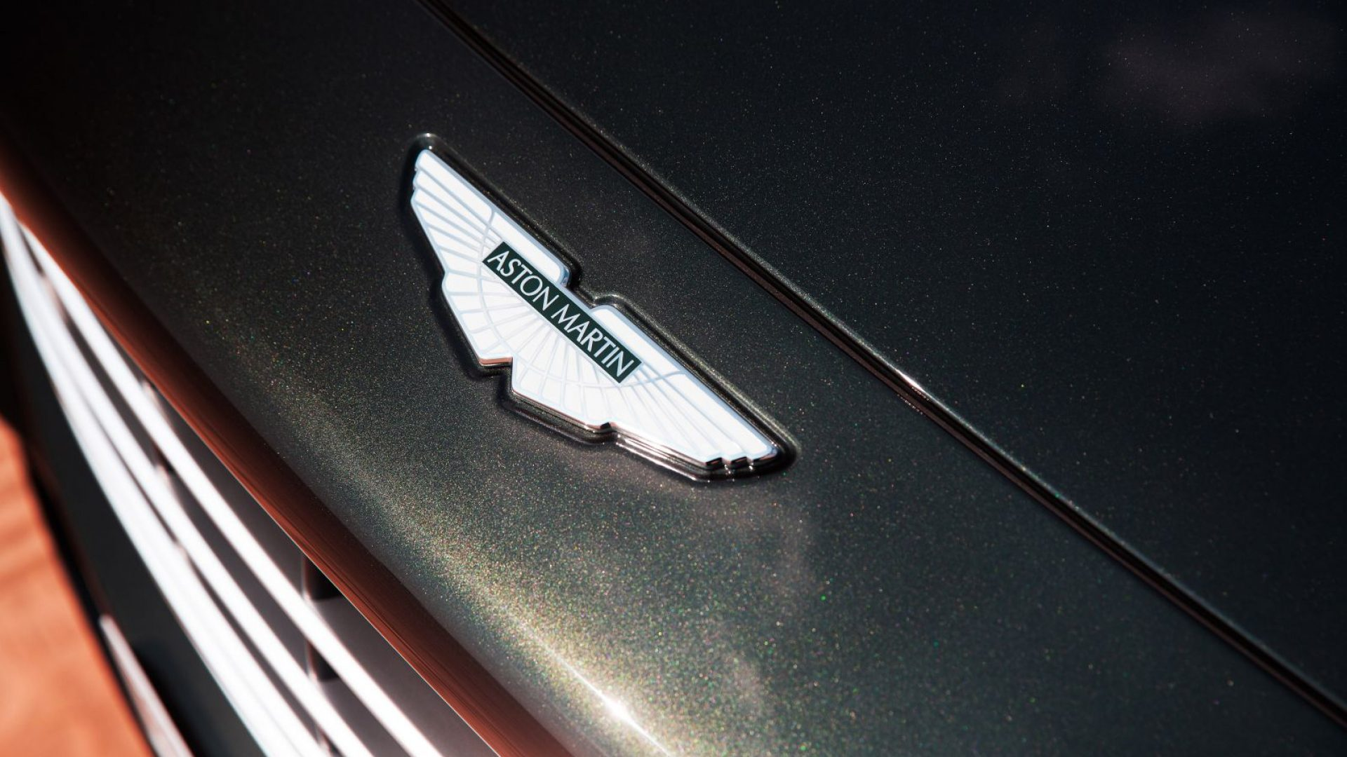 aston-martin-dbx-in-the-middle-east-19-jpg.