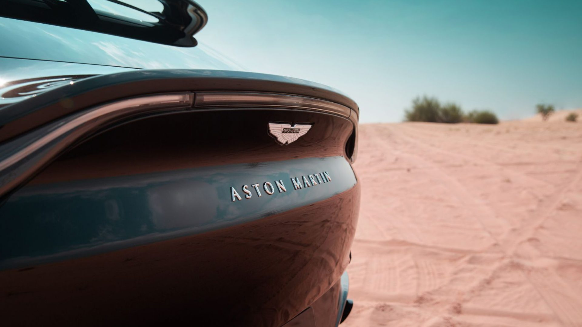 aston-martin-dbx-in-the-middle-east-21-jpg.
