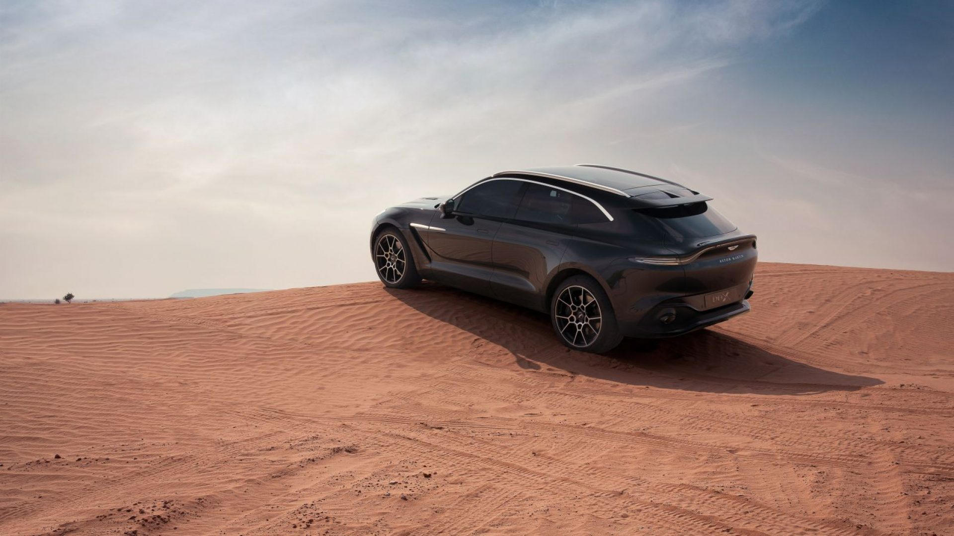 aston-martin-dbx-in-the-middle-east-27-jpg.
